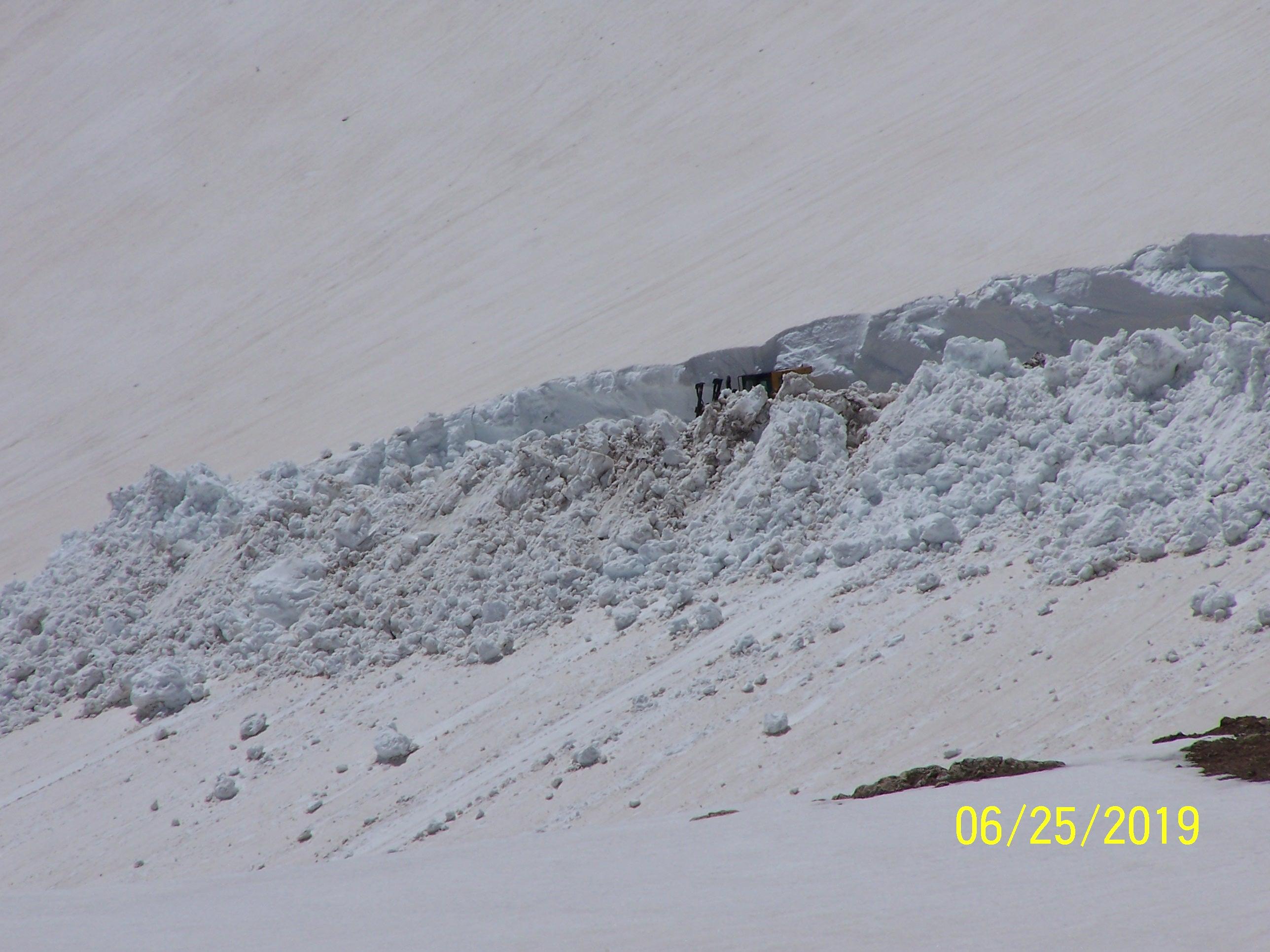 Name:  dozer in snow.JPG Views: 3 Size:  710.0 KB
